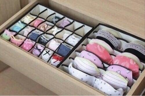 Liten boks med undertøy for å få mer plass i garderoben