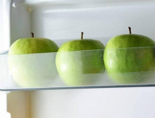 Epler i kjøleskapet