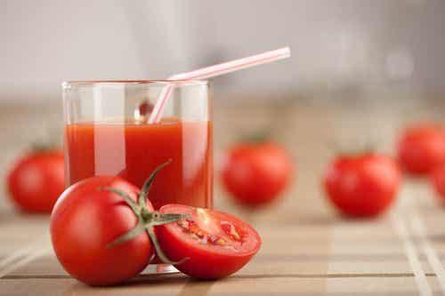 Ukentlig detox med tomat, hvitløk og gurkemeie