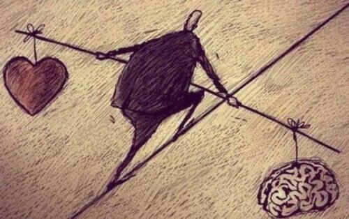 Mann balanserer mellom hjerte og hjerne