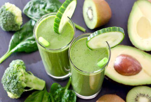 En-ukes rensekur med grønne smoothier for å fornye deg