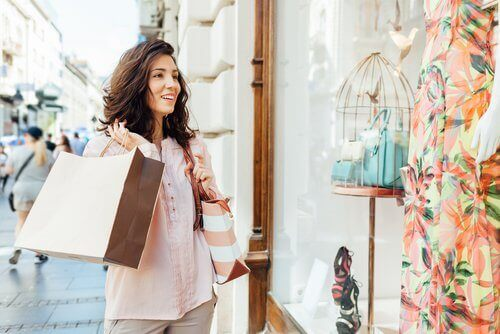 Kvinne på shopping