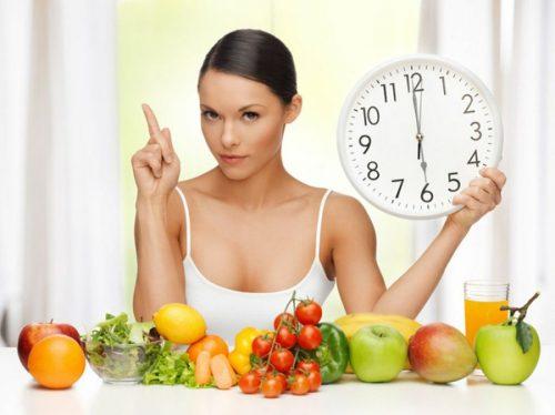 Kvinne spiser sunt
