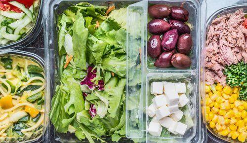 Nyt en deilig og sunn salat hver dag hele uken