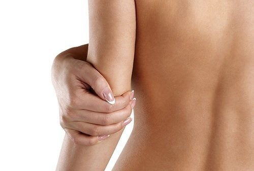 De 4 beste fuktighetsgivende husholdningsproduktene for tørr hud