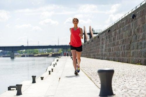 Kvinne trener for å bli mer rolig