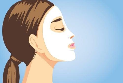 Naturlige ansiktsbehandlinger som umiddelbart får huden din til å skinne