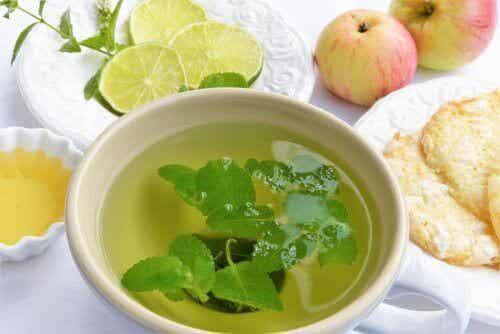 6 fantastiske teer for å avgifte kroppen din