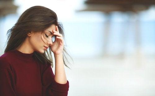 Stress er en av årsakene til tørrhet i skjeden