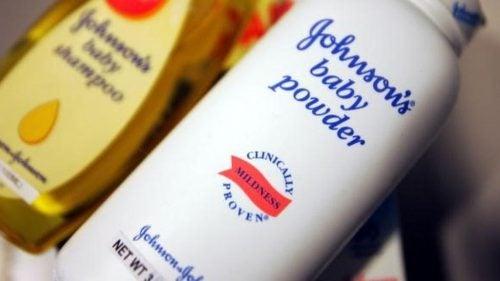 Johnson & Johnson må betale $417 millioner i erstatning