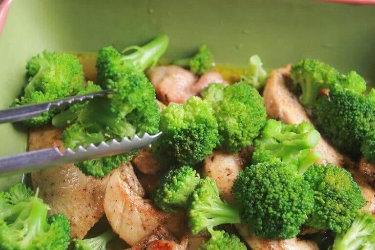 Skinke og brokkoli