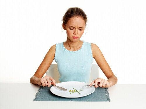 Kvinne spiser ikke en god frokost