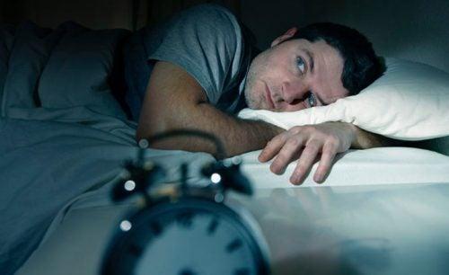 Mann med søvnløshet