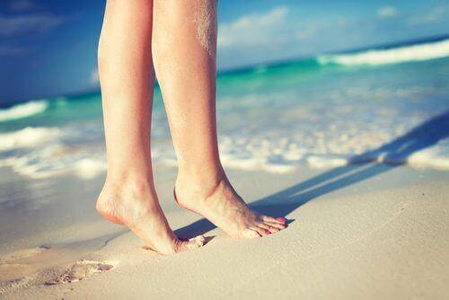 Bena på stranden etter at du har lykkes med å behandle åreknuter