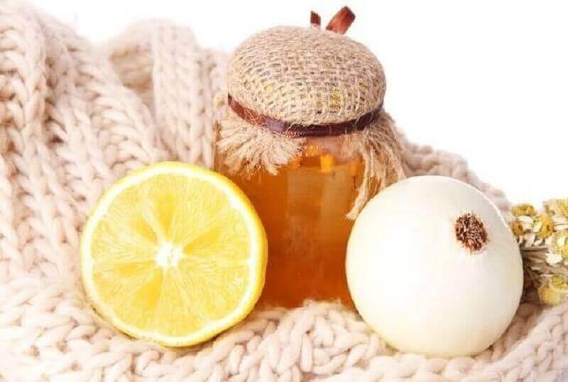 Honning og løk for å bekjempe hoste naturlig