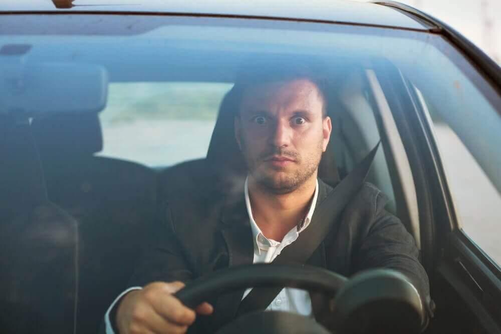 Mann er redd for å kjøre