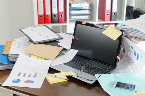 Et rotete skrivebord
