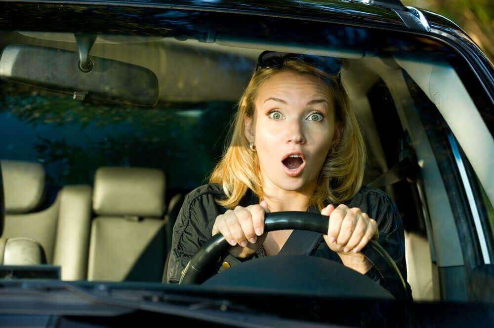 Kvinne kjører