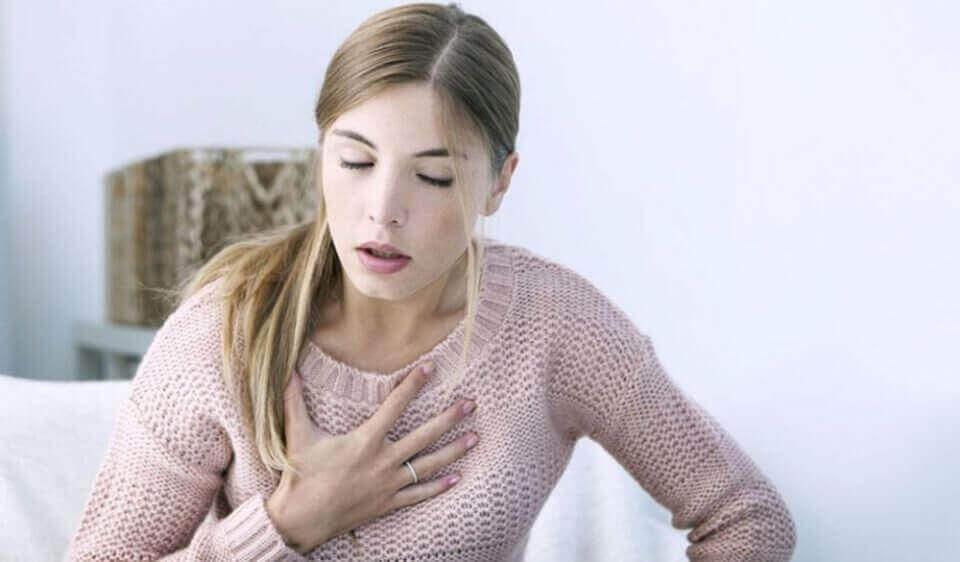 Kvinne med pusteproblemer