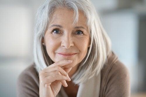 Kvinne med grått hår
