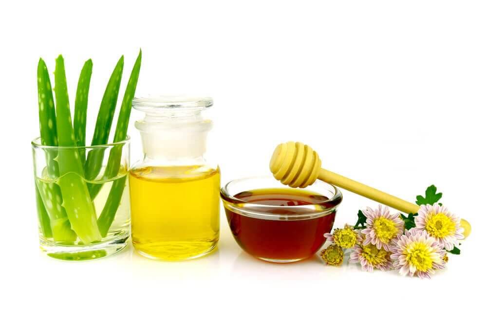 Sminkefjerner laget med aloe, olje og honning