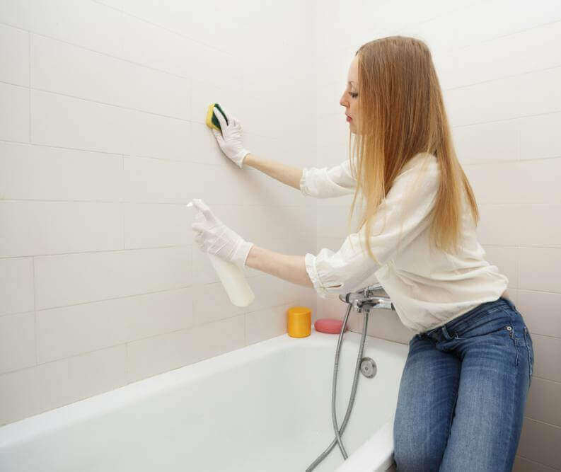 Rengjøring av mugg på badet