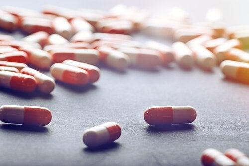 Oransje og hvite piller, medisinering