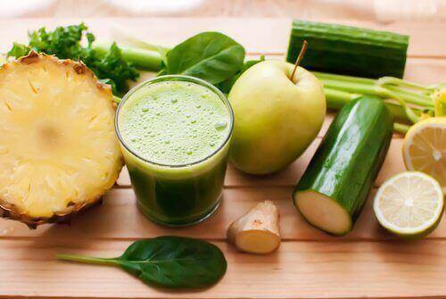 5 smoothier for å avgifte kroppen din raskt