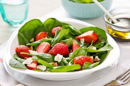 Spinatsalat med jordbær