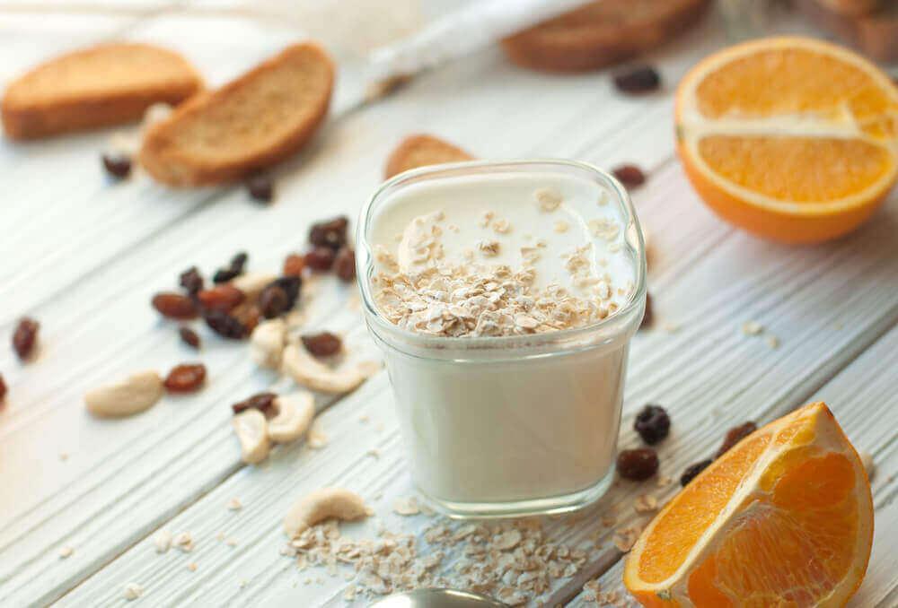 Nyt en næringsrik vegansk smoothie