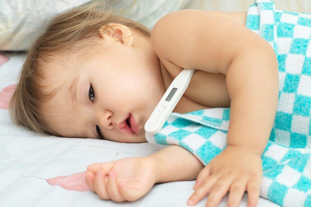 Feber kan være et symptom på coxsackievirus