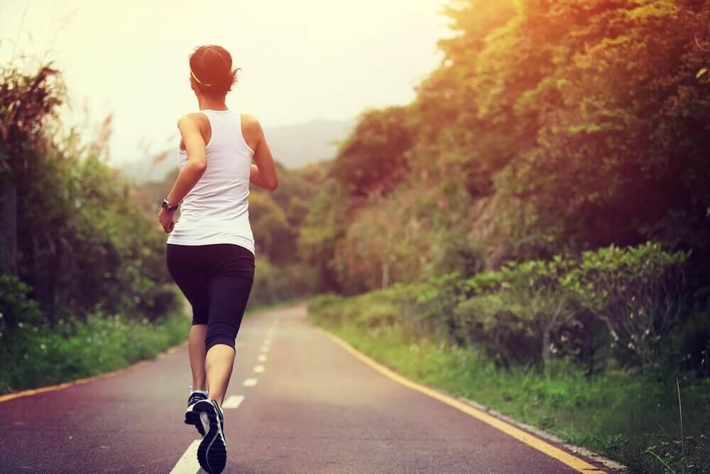 9 naturlige og enkle tips for å forbedre hypotyreose