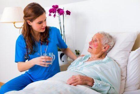 Eldre kvinne med høyt blodtrykk