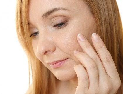Bruk E-vitaminkapsler som en antialdringskrem