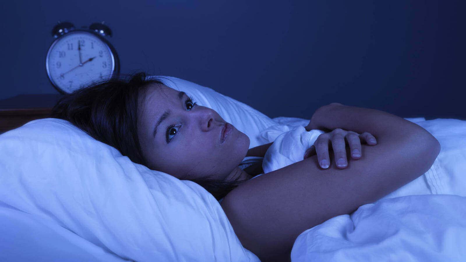 Hva bør du gjøre om du våkner midt på natten?