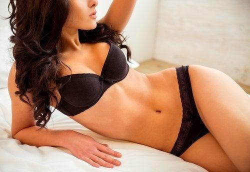 Kvinne med vakker kroppsform