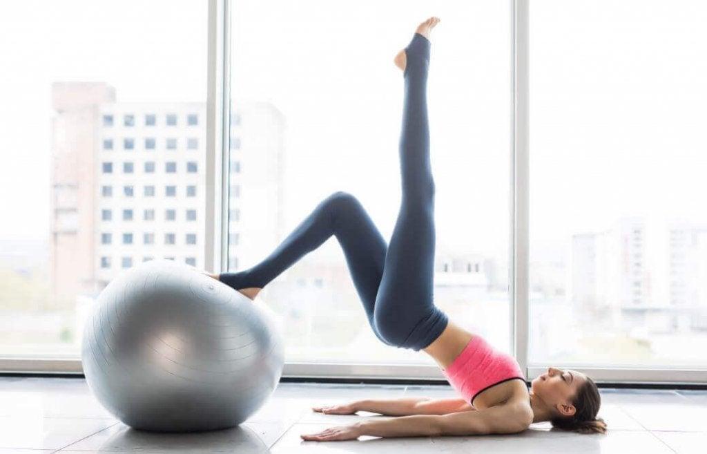 6 fordeler med å praktisere pilates hver uke