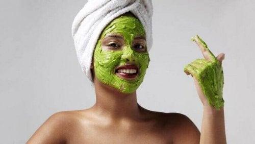 Grønn ansiktsmaske