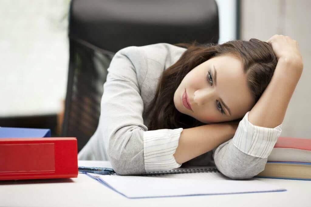 Kvinne med utmattelse