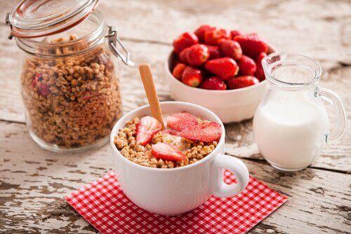 yoghurt og granola