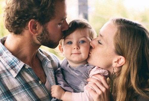 Glade foreldre og barn