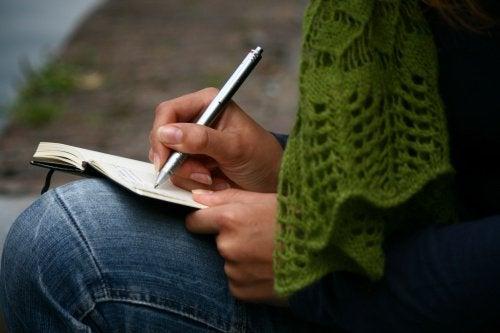 Kvinne skriver