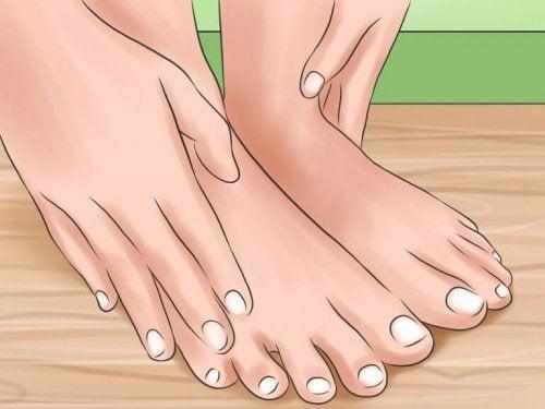 6 fotpleietips for å skjemme bort føttene dine