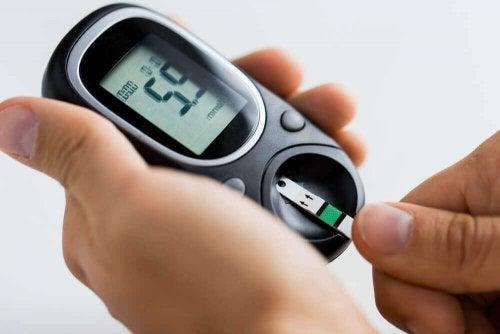 7 måter å kontrollere høyt blodsukkernivå på
