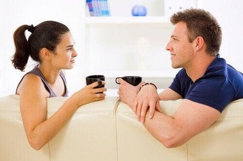 Par snakker sammen