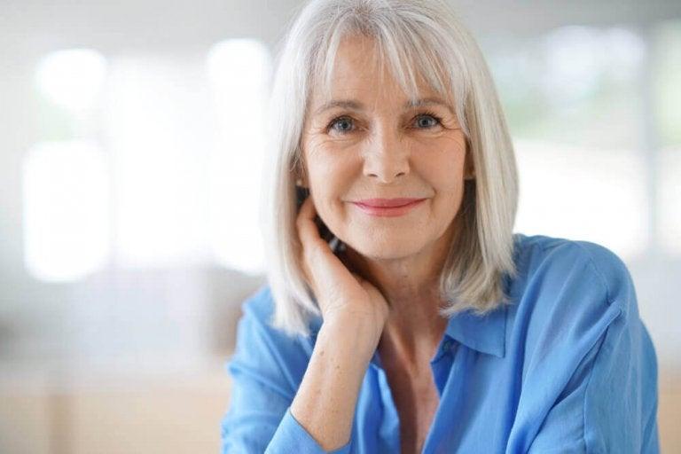 Tre hjemmelagde triks for å dekke grå hår