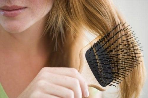 Børsting av håret