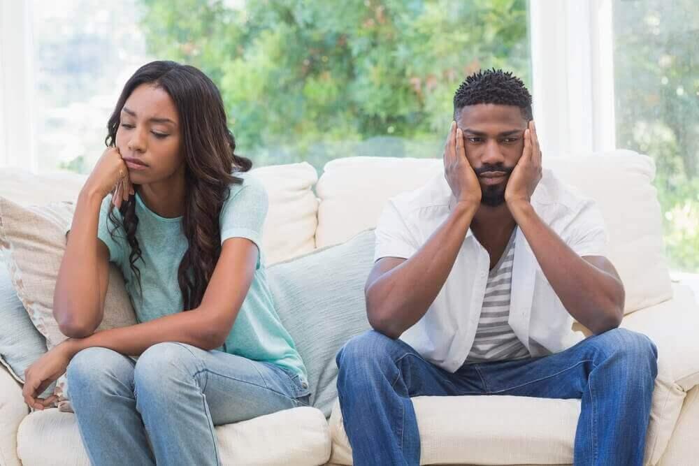 Mann og kvinne har hatt en diskusjon