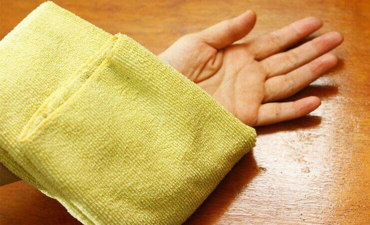 varmt kompress kan hjelpe på inngrodde hår