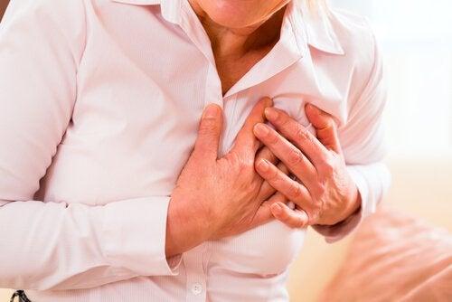 Hjerteinfarkt hos kvinne